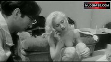 Madonna Naked Flashes Breasts – Madonna: Truth Or Dare