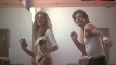 Sarah Jessica Parker Hot Scene – Girls Just Want To Have Fun