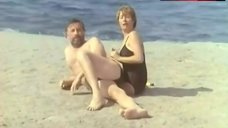 5. Catherine Alric Shows Tits on Beach – On A Vole La Cuisse De Jupiter