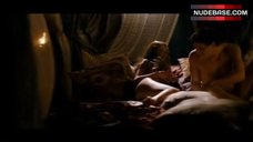 Linda Batista Shows Ass – Los Borgia