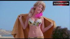 Dyanne Thorne Bikini Scene – Point Of Terror