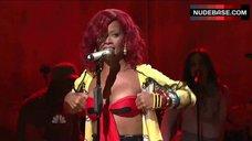Hot Rihanna on Stage – Saturday Night Live