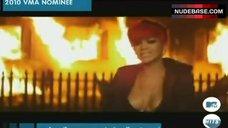 Rihanna Cleavage – Eminem: Love The Way You Lie