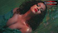 Rihanna Breasts Flash – Wild Thoughts