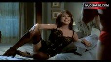 Marlo Thomas in Sexy Lingerie – Deuce Bigalow: Male Gigolo