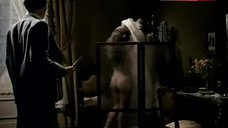Jane Seymour Shows Butt – The Tunnel