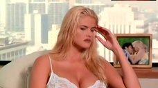 Anna Nicole Smith Lingerie Scene – Skyscraper
