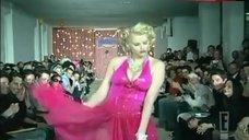 Anna Nicole Smith Hot Scene – The Anna Nicole Show