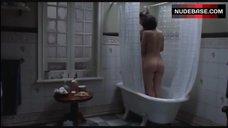3. Ana Serradilla Lesbian Scene – La Otra Familia