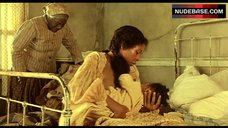 6. Lisa Gay Hamilton Breast Feeding – Beloved