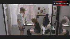 Amanda Peet on Toilet – Igby Goes Down