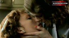 Toni Collette Lesbian Kiss – The Hours