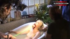 Amy Smart Wet in Bathtub – Mirrors