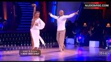 5. Edyta Sliwinska Danse in Bikini – Dancing With The Stars
