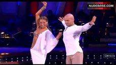 6. Edyta Sliwinska Danse in Bikini – Dancing With The Stars