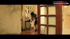 3. Monica Bellucci Ass Scene – Malena