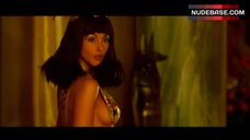 Monica Bellucci Boob Side – Asterix & Obelix: Mission Cleopatre