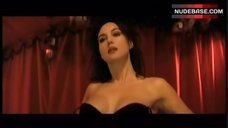 Monica Bellucci Striptease – Franck Spadone