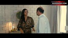 Monica Bellucci No Bra – Des Gens Qui S'Embrassent
