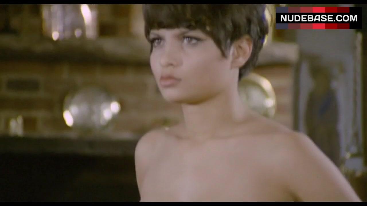 Monica bellucci nude boobs and pussy in le concile de pierre - 5 2
