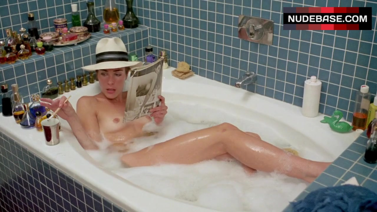 Broadway show with nude in bathtub