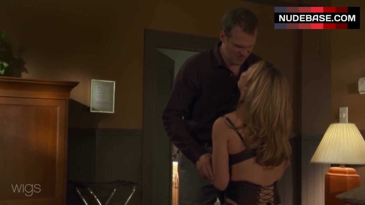 julia-stiles-sex-with-black-video