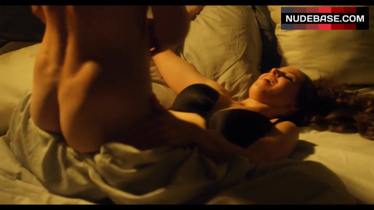 Chloe Bridges  nackt