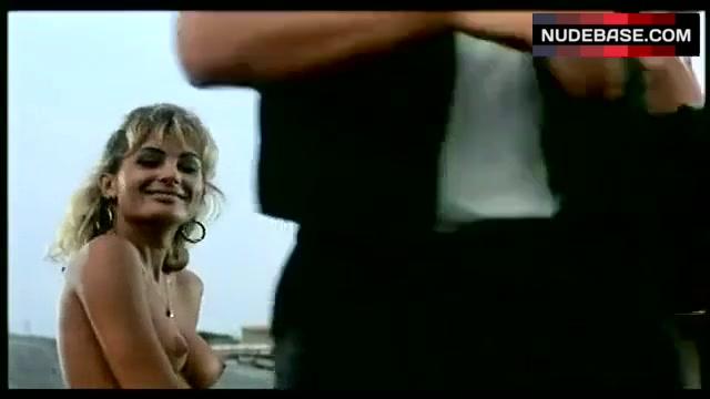 Isabelle Strawa  nackt