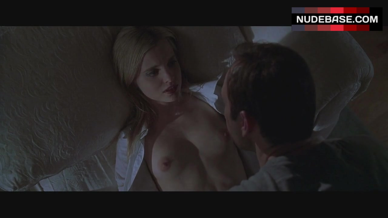 Mena suvari breasts scene in american beauty