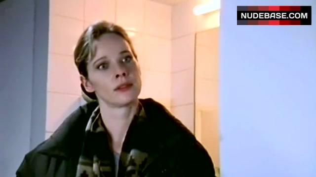 Isabel Schosnig  nackt