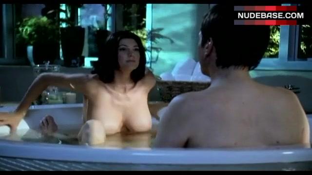 Funny Julia Benson Nude Seite Ancensored Pic 1