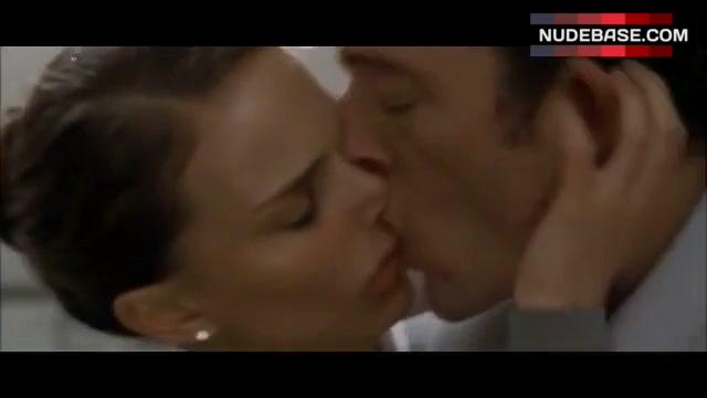 Натали Портман Поцелуй